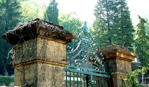 B chateau gates.jpg